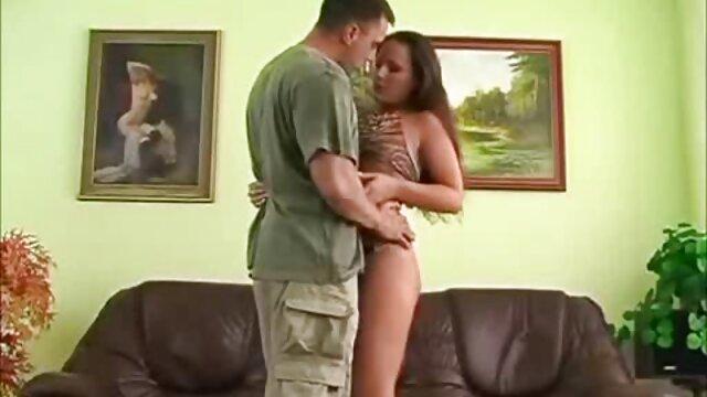 دختر ناتنی کلی معاشقه می کند و ناپدری اش را لوس می کند لینک کانال های فیلم سکسی در تلگرام