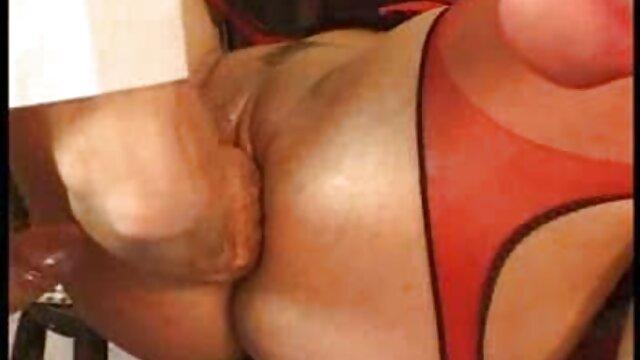 یک زن محافظه کار آمریکای لاتین کارهای زشتی کانال تلگرام کلیپ های سکسی را در زندگی خود انجام می دهد