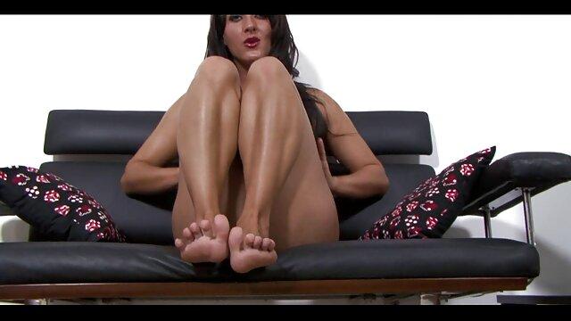 میا لای شاهین را لوس می کند کانال تلگرامی داستان های سکسی